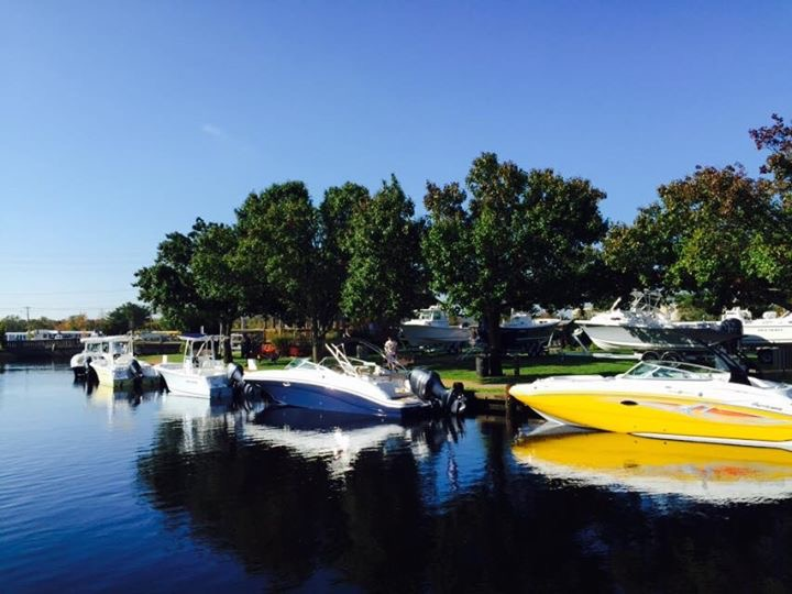 The Huddy Park In-Water Boat show has ocean going Hurricane Deck Boats.